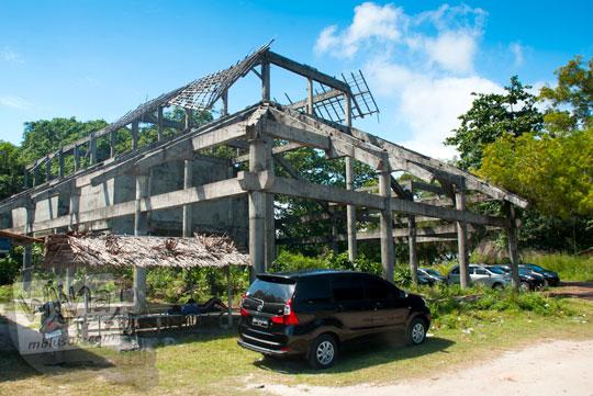daftar tarif harga kamar hotel berbintang bebas cowok cewek yang baru saja diresmikan dibangun letaknya dekat dengan kawasan wisata Pantai Tanjung Kelayang, Belitung pada Maret 2016