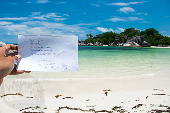 kartu ucapan doa wisatawan di Pantai Tanjung Tinggi Belitung pada Maret 2016