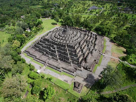 Bentuk simetris dan presisi Candi Borobudur tahun 2016