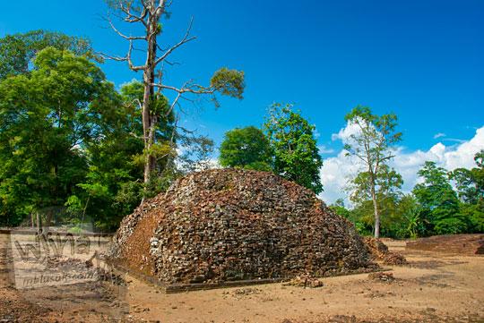 berita heboh  penemuan situs purbakala bekas penampakan sisa-sisa taman kerajaan Sriwijaya yang terdapat di halaman Candi Gedong 2 di Kompleks Candi Muaro Jambi pada April 2015