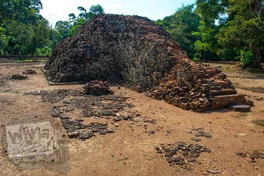 asal-mula sejarah cerita dibalik reruntuhan bangunan utama tinggi punya tangga naik yang terdapat di Candi Gedong 2 di Kompleks Candi Muaro Jambi diduga merupakan bangunan ibadah pejabat kerajaan Sriwijaya