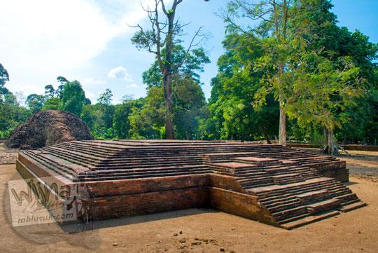 berita terbaru penemuan situs purbakala bekas reruntuhan bangunan pendopo yang diduga kuat merupakan tempat beristirahatnya para prajurit penjaga kerajaan sriwijaya Candi Gedong di Kompleks Candi Muaro Jambi pada April 2015