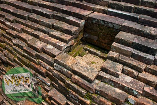 Tempat meletakkan tiang kayu di Candi Kembar Batu Muaro Jambi di tahun 2015