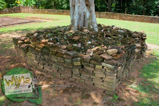 Tumpukan persegi batu bata di kawasan Candi Kembar Batu Muaro Jambi di tahun 2015