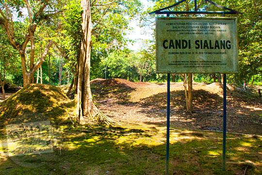 kondisi papan nama bangunan benda cagar budaya di Candi Sialang Muaro Jambi pada April 2015