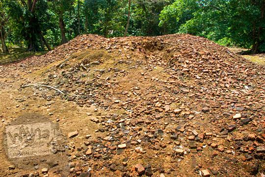 penampakan tumpukan batu bata di Candi Sialang Muaro Jambi mirip seperti Candi Abang di Yogyakarta pada April 2015