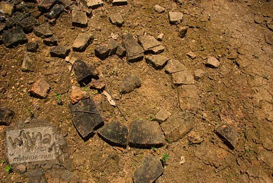 susunan batu bata purbakala berbentuk melingkar diduga merupakan dasar stupa besar yang terdapat di situs Candi Sialang Muaro Jambi pada April 2015