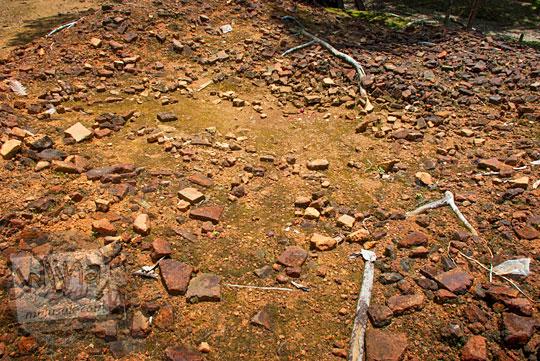 Kajian penelitian penyebab runtuhnya candi-candi berbahan batu bata merah yang terdapat di Sumatera khususnya di Candi Sialang Muaro Jambi pada April 2015