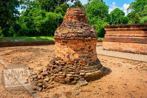 Stupa yang ada di Candi Tinggi di Kompleks Percandian Muaro Jambi yang belum dipugar pada bulan April 2015