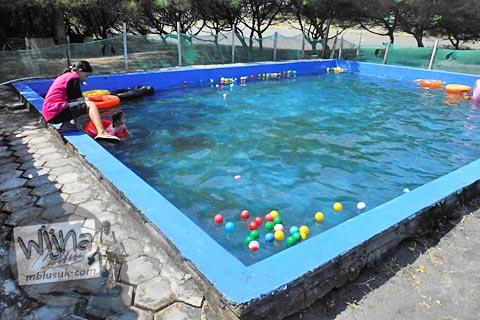 kolam renang anak-anak di kawasan Pantai Trisik, kecamatan Galur, Kulon Progo di tahun 2015