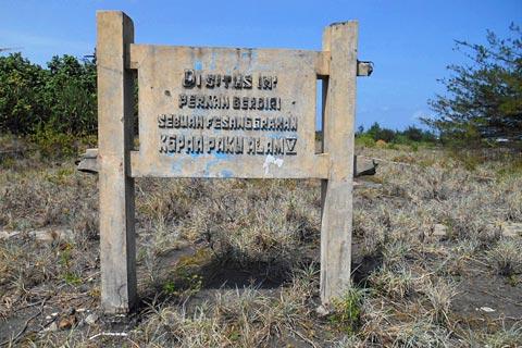 Papan nama situs pesanggrahan Paku Alam V di Pantai Trisik, kecamatan Galur, Kulon Progo di tahun 2015