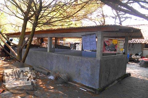 Bangunan penangkaran penyu di Pantai Trisik, kecamatan Galur, Kulon Progo di tahun 2015