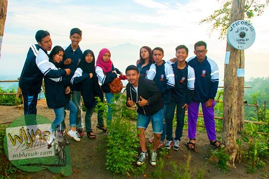 mahasiswa-mahasiswi kuliah kerja nyata (KKN) Universitas Diponegoro Semarang yang diterjunkan di Desa Tanjungsari, Borobudur, Magelang pada Januari 2016