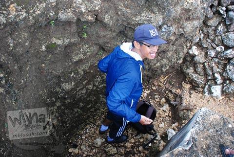 mencoba semadi bertemu makhluk gaib penunggu Gua Jepang Pundong, Bantul pada Desember 2015