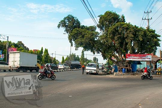 Suasana Jalan Solo di wilayah Klaten, Jawa Tengah pada September 2015 yang selalu ramai setiap sore hari