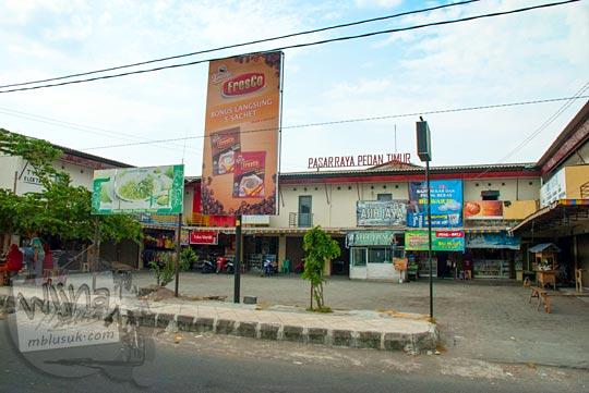 Pemandangan di depan Pasar Raya Pedan Timur di Klaten, Jawa Tengah pada September 2015