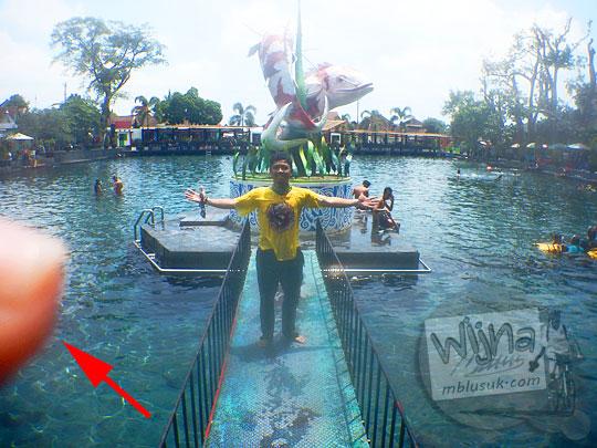 Tips memotret di dalam air Umbul Ponggok, Klaten menggunakan kamera Nikon Coolpix AW120