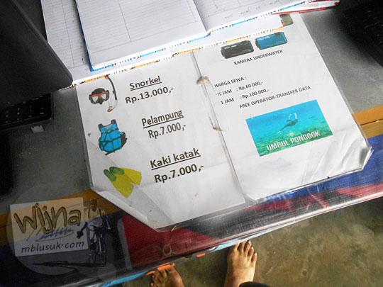 Tarif harga sewa pelampung, snorkel, dan kaki katak di Umbul Ponggok, Klaten, Jawa Tengah pada tahun 2016