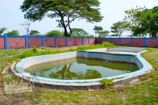 Kolam renang anak-anak di area wisata Sendang Tirto Sinongko, Ceper, Klaten di zaman dahulu