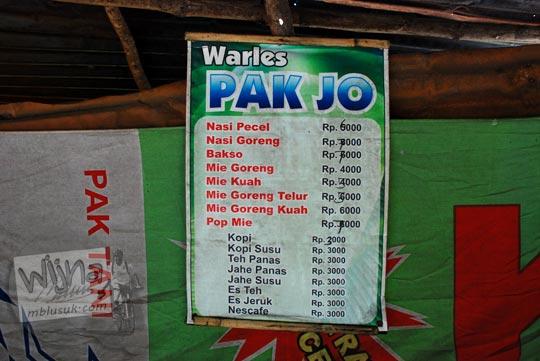 daftar harga makanan minuman dan jenis ragam jajanan yang dijual di warung-warung Air Terjun Dolo, Besuki, Kediri pada September 2016