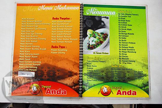 Daftar nama menu makanan dan minuman tanpa keterangan harga di rumah makan terkenal Depot Anda, Mojokerto, Jawa Timur pada September 2016