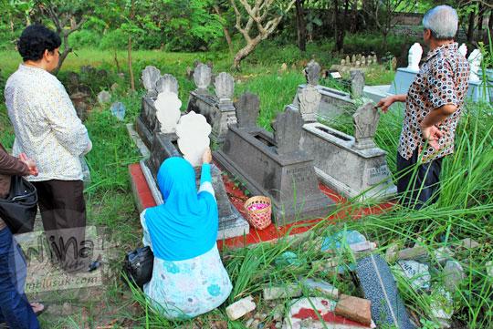 berdoa di makam leluhur di precet madiun untuk lancar rejeki dan keturunan