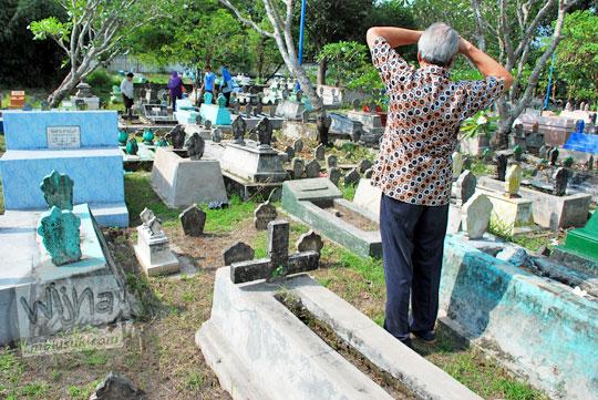 perjalanan dari jakarta menuju makam precet yang angker di madiun jawa timur guna mencari kuburan tokoh keramat yang memiliki ilmu sakti