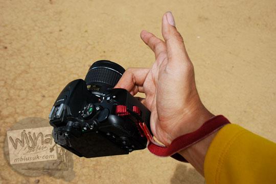 Review dimensi body only kamera DSLR amatir Nikon D5500 cocok buat selfie
