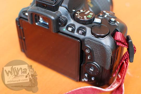 Review tombol-tombol DSLR Nikon D5500 di tangan anak SMA