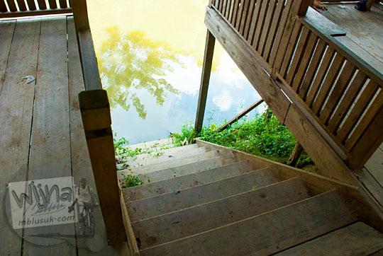 daftar tarif sewa perahu wisata susur kanal tua danau kelari muaro jambi per jam dari dermaga tangga kayu turun pada tahun 2015
