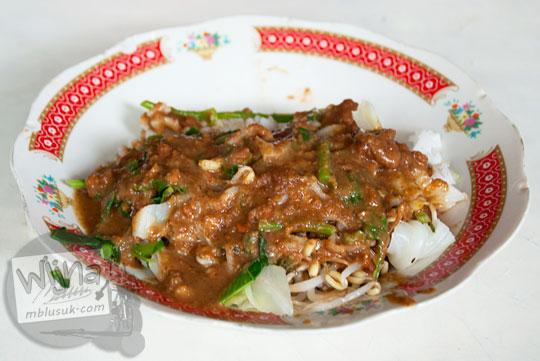 harga nasi pecel di warung sop senerek Pak Parto di cabang Jalan Majapahit, Kota Magelang