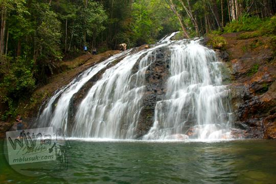 Pemandangan indah obyek wisata Air Terjun Resun yang ada di Pulau Lingga di Kepulauan Riau