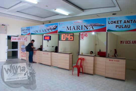 Suasana loket penjualan tiket kapal feri di Pelabuhan Sri Bintan Pura, Tanjungpinang