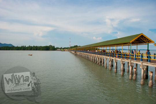 Suasana Pelabuhan Tanjung Buton yang ada di Pulau Lingga dekat Kota Daik naik ojek