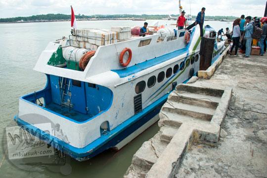 Wujud kapal feri MV Arena 3 milik MV Lingga Permai yang bersandar di dermaga Pelabuhan Sri Bintan Pura, Tanjungpinang