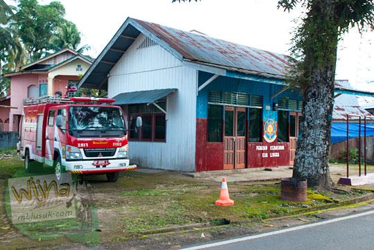 Lokasi dan letak kantor Pemadam Kebakaran di Daik, ibukota Kabupaten Lingga, Kepulauan Riau pada Mei 2016