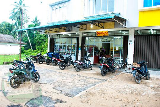 Harga Produk Kebutuhan sehari-hari di Swalayan Minimarket Metro di Daik, ibu kota Kabupaten Lingga, Kepulauan Riau pada Mei 2016