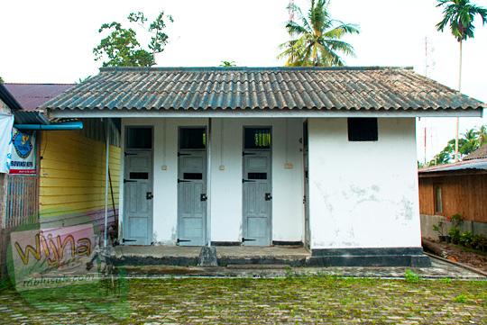 Tampak Luar bangunan bersejarah bekas penjara peninggalan Belanda yang terkenal angker yang ada di Kota Daik, ibukota Kabupaten Lingga, Kepulauan Riau pada Mei 2016