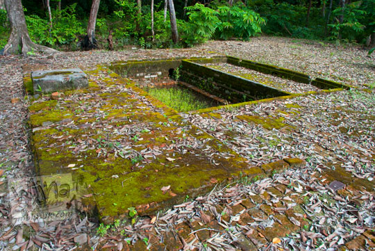 situs kamar mandi tua dan bersejarah peninggalan Istana Damnah Kesultanan Lingga tahun 2016