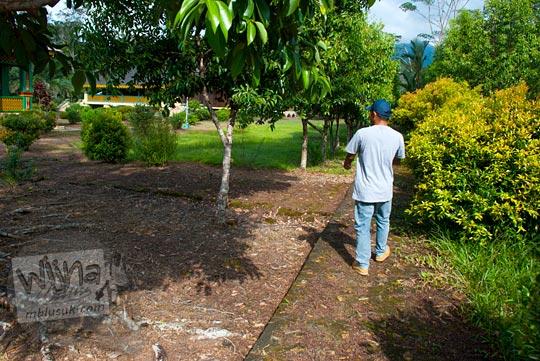 cerita jalan-jalan mengunjungi peninggalan sejarah Istana Damnah Kesultanan Lingga tahun 2016