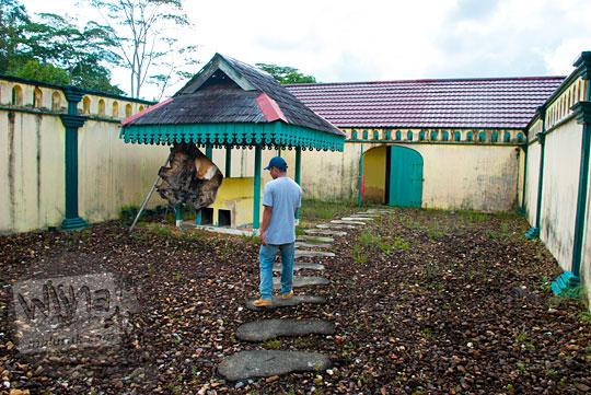kisah misteri mistis keramat di kamar mandi Sultan Riau peninggalan sejarah Istana Damnah Kesultanan Lingga tahun 2016