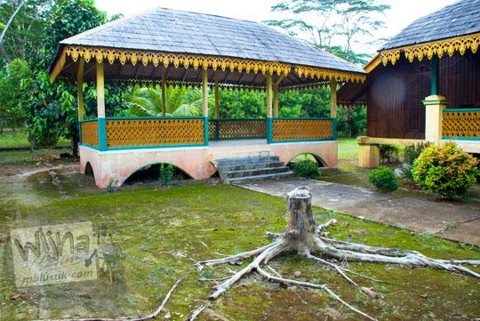 Bekas pendopo tua di lingkungan Istana Damnah Kesultanan Lingga tempat prajurit beristirahat pada tahun 2016