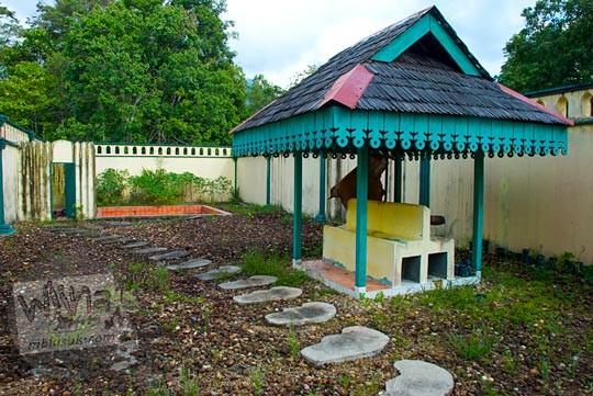 taman kamar mandi sultan dilengkapi gazebo peninggalan sejarah Istana Damnah Kesultanan Lingga tahun 2016