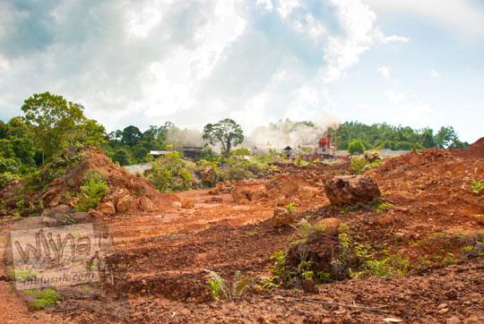 kisah cerita di balik pabrik tambang ilegal konflik situs sejarah Benteng Bukit Cening Lingga pada April 2016