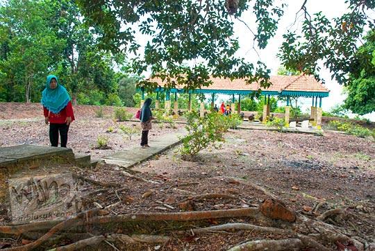 suasana kondisi situs sejarah melayu Kesultanan Lingga yaitu Benteng Bukit Cening Lingga pada April 2016