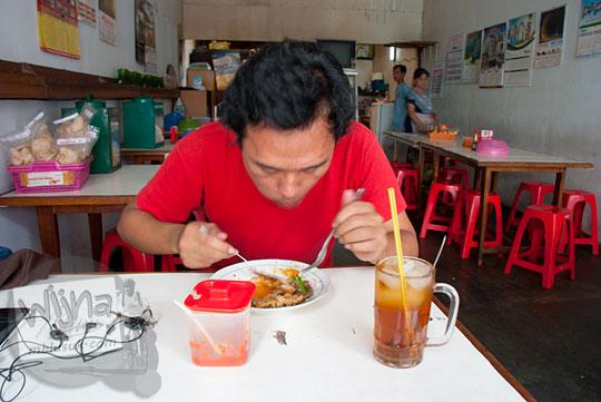 Wisata kuliner di Sop Senerek Pak Parto sebelum berakhir di Depot Es Semanggi di Magelang tahun 2016