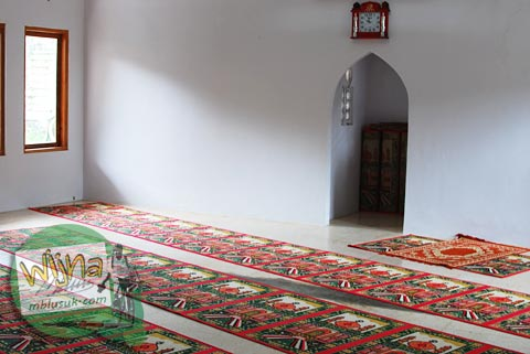 suasana interior masjid jami samigaluh kulon progo