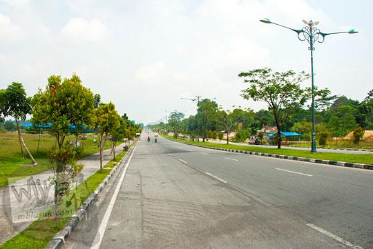 Jalan HR Brantas  di kawasan Stadion Utama Riau Pekanbaru yang sering dijadikan sebagai tempat adu balap sepeda motor dan mobil (drag race)