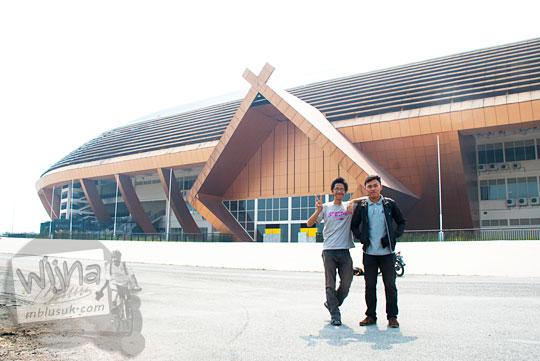 Foto bersama kumpul blogger Pekanbaru di Stadion Utama Riau