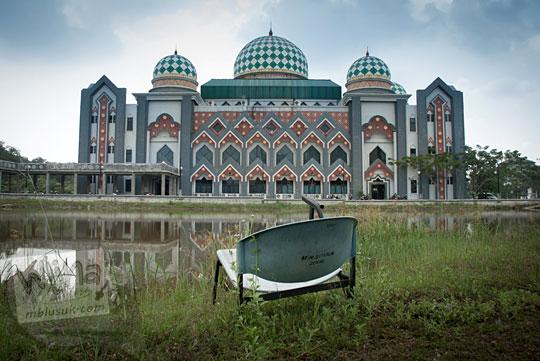 cerita horor seram hantu bangku penunggu danau angker loker perpustakaan di Kampus UIN Sultan Syarif Kasim, Pekanbaru, Riau pada tahun 2016